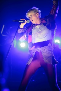bigrobynacl1 200x300 Robyn Sparkles* at New ACL Studios
