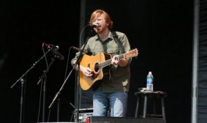 trey2 300x179 Phish Acoustic set at Phish 8 Festival